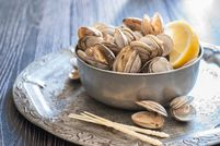 2/18/18-2/24/18 Fresh-steamed-clams-489726444-5821419f3df78cc2e844c32a